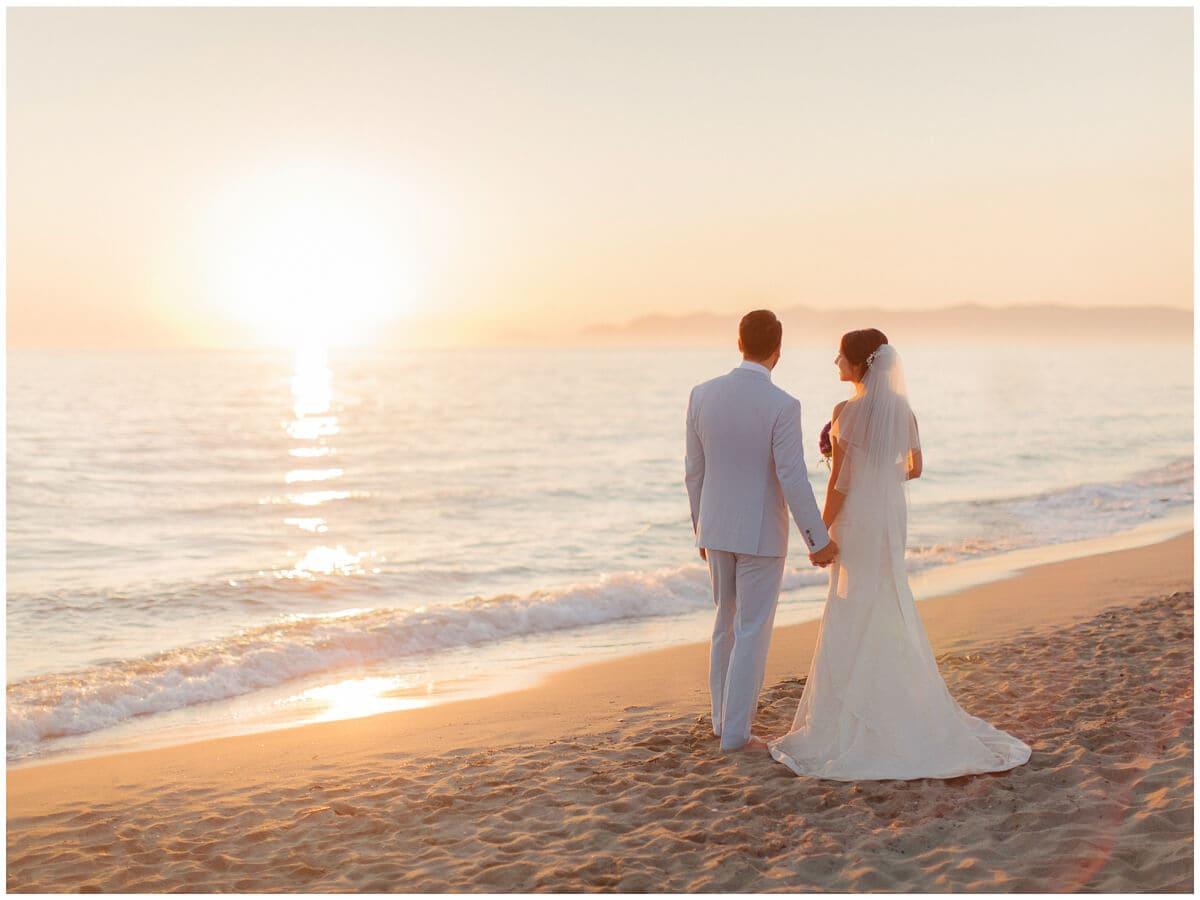 Romantic beach club wedding in italy photographer tuscany for Honeymoon on the beach