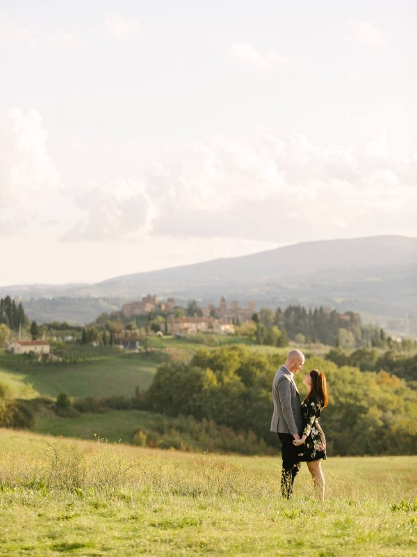 couple shot in tuscany