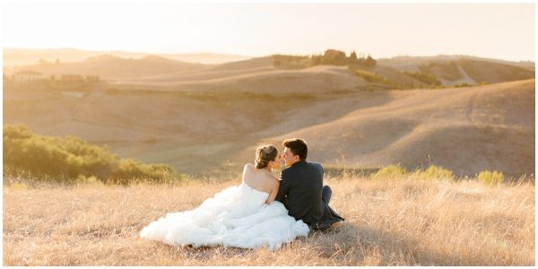 bride and groom relaxing in tuscany