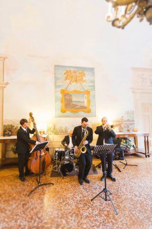 musicians playing in villa grabau