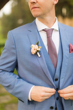 groom detail of the suit