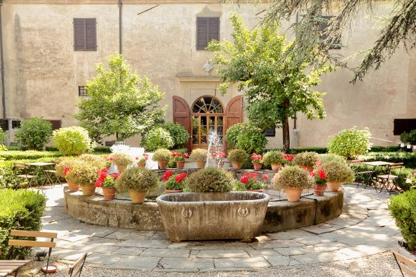 courtyard of villa di lilliano