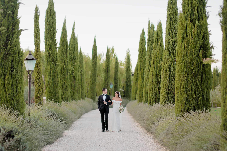 newlyweds stoll happily in borgo santo pietro chiusdino
