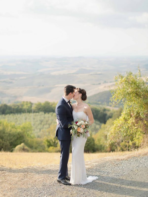 the kiss in the countryside