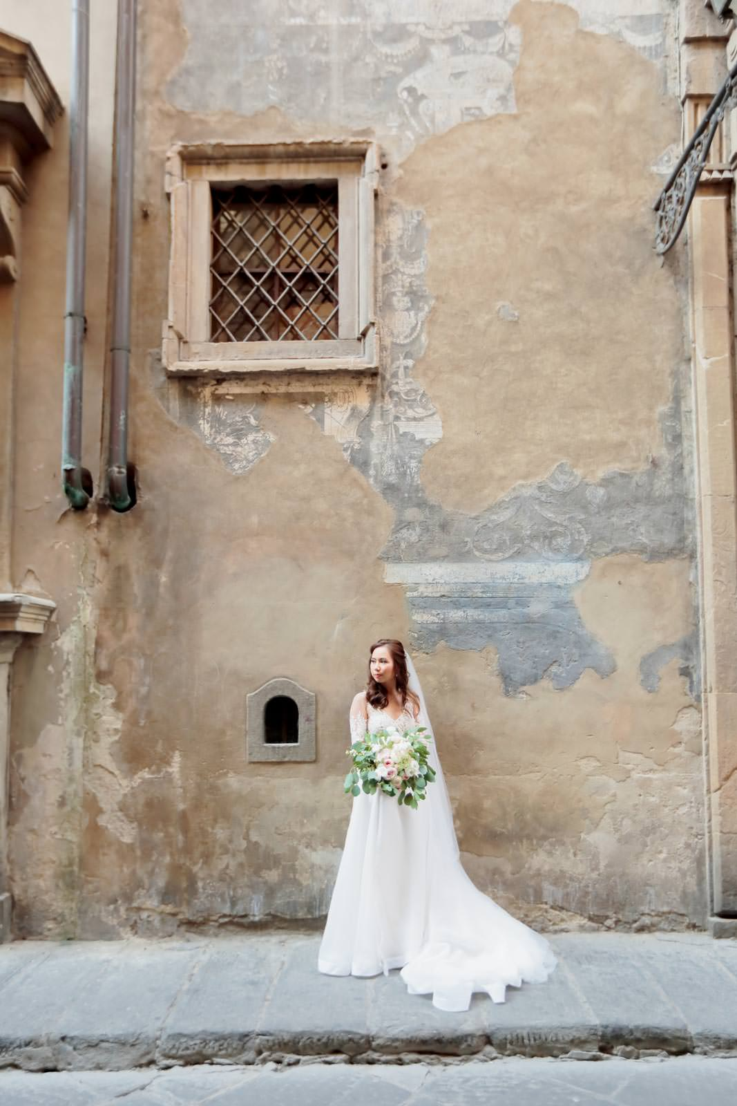 bride posing in the street of florence