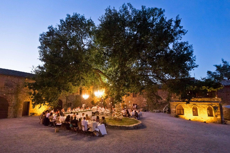 dinner by the oak at borgo di castelvecchio