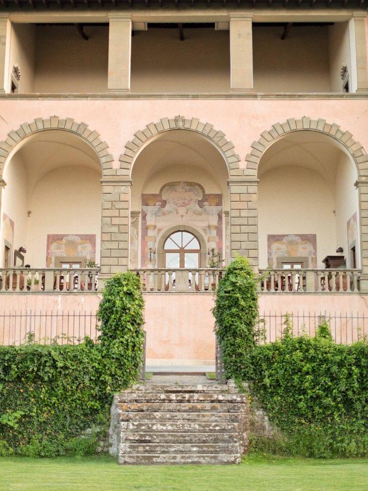 a detail of the facade of the villa